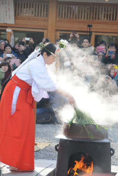 Yutate Kagura purification ceremony at Jonangu Shrine.