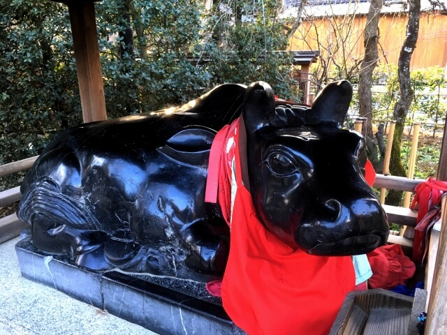 One of the many cow statues of Kitano Tenmangu.